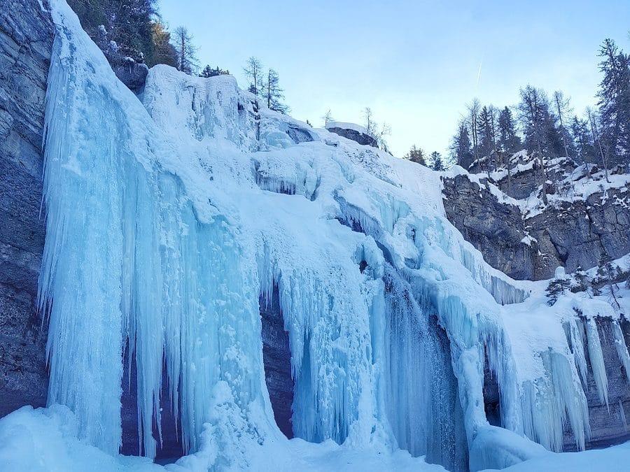 Le cascate di ghiaccio imperdibili in Trentino, a piedi o con le ciaspole